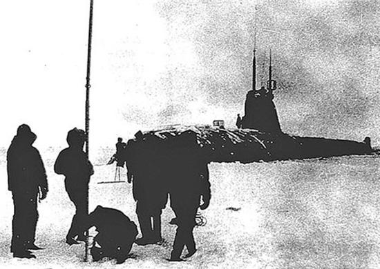 29 сентября 1963 года атомная подводная лодка К-181 впервые в мировой истории произвела всплытие на Северном полюсе