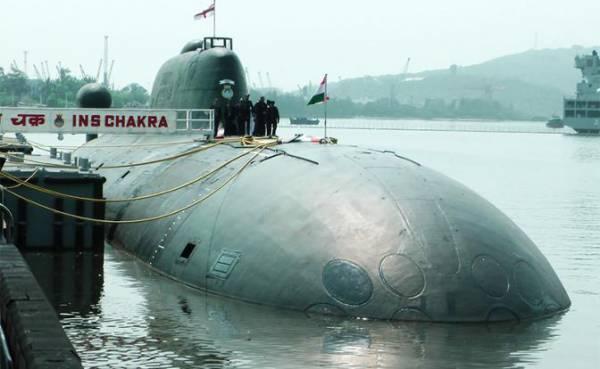 На фото: индийская атомная многоцелевая подводная лодка S 72 Chakra («Чакра») — бывшей АПЛ К-152 «Нерпа»